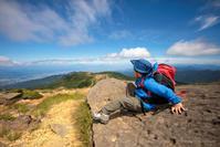 地平の彼方に輝く海、空と風とエメラルドの夏「蔵王山」熊野岳へ - Full of LIFE