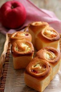 セミドライりんごとクリームチーズのミニ食パン - Takacoco Kitchen