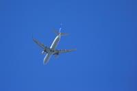 秋空に飛行機 - 平凡な日々の中で