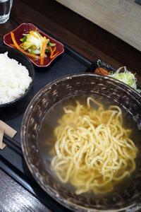 琉球麺茉家日替わりメニューは炙り三枚肉そば - ちゅらかじとがちまやぁ