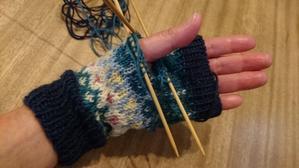 手袋を編む -