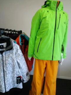 明るい色 - 名古屋のスキーショップ エリアワンのすべりねた