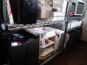 【白黒】100均のボックスを揃えてメタルラックの収納改善 - ほぼ100均で片付け収納に挑戦