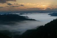 たっぷり溜まった大雲海② ~日の出 - katsuのヘタッピ風景
