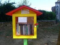 道端のミニミニ図書館 (Biblioteca) - エミリアからの便り