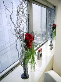 定期的にお取替えしている「歯科 おいしい幸せ」さんのアーティフィシャルフラワー(造花)ディスプレイ。2018/11/15。 - 札幌 花屋 meLL flowers