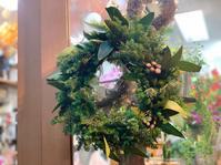 グリーンたっぷり!モミの木入りのクリスマスリース - ルーシュの花仕事