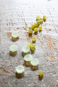 ウランガラスのビーズを買いました - フェルタート(R)・オフフープ(R)立体刺繍作家PieniSieniのブログ