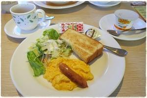 (朝)デニーズ (昼)スーパーのお惣菜 (夜)秋鮭のムニエル - さとごころ