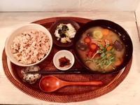 11月25日(日)の営業時間は12:00~16:00です。高知のトマトが入ったチーズタルトなどもお楽しみください♪ - miso汁香房(ロジの木)
