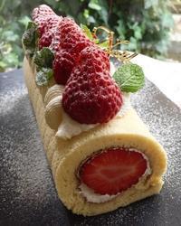 紅ほっぺのシフォンロールケーキ - 調布の小さな手作りお菓子教室 アトリエタルトタタン