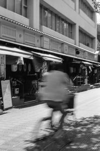 影を踏んで走り去る平成 - Film&Gasoline