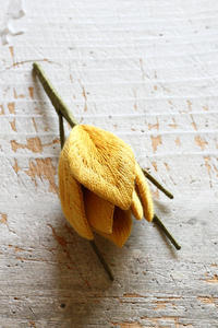 オフフープ®立体刺繍の~クロッカス~「フェルト刺しゅうの花図鑑」掲載作品~ - フェルタート(R)・オフフープ(R)立体刺繍作家PieniSieniのブログ