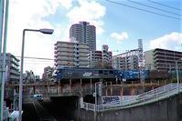 藤田八束の鉄道写真@貨物列車と秋の空、貨物列車桃太郎が東海道本線そして西宮を走る - 藤田八束の日記