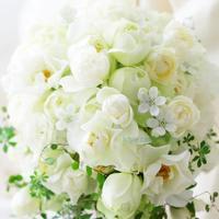 セミキャスケードブーケ 山形メトロポリタンホテル様とカトリック教会様へ 生花のブーケを遠方へ - 一会 ウエディングの花