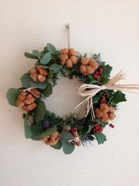 今日もクリスマスリース - フラワーショップデリカの花日記