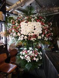 ご葬儀のスタンド花。西区西野2条の斎場にお届け。2018/11/21。 - 札幌 花屋 meLL flowers