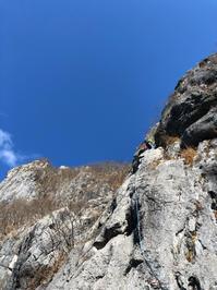 【スクール】 二子山中央稜 マルチピッチクライミング講習(11月24日) - ちゃおべん丸の徒然登攀日記