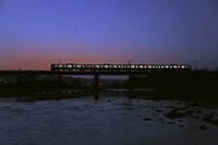 夕闇の多摩川 - 萩原義弘のすかぶら写真日記