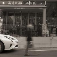 街を闊歩する半透明人間 - Film&Gasoline