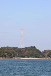 苓北火力線と紅葉。 - 青い海と空を追いかけて。