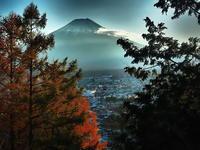 黄昏時富士山秋の色 - 風の香に誘われて 風景のふぉと缶