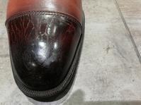 WAXが物語る恐怖のつま先 - シューケアマイスター靴磨き工房 銀座三越店
