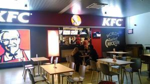モルディブ空港での食事は・・・フードコート -