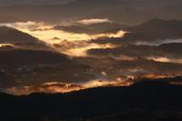 君津市九十九谷展望公園の雲海がオレンジに輝く - 日本あちこち撮り歩記