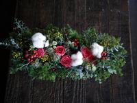 お誕生日の男性へのブリキコンテナアレンジメント。「クリスマス風」。中の島2条にお届け。2018/12/02。 - 札幌 花屋 meLL flowers