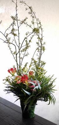 12/3にオープンの中華のお店にアレンジメント。栄通19にお届け。2018/12/02。 - 札幌 花屋 meLL flowers