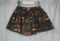 387.黒赤のスカート - フリルの子供服