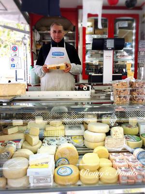 朝市のチーズ屋さん♪ - Romy's Mondo