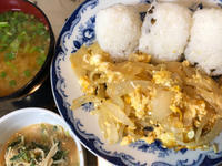 11月30日、月末らしく、おむすび、玉ねぎ卵とじ、水菜の胡麻味噌和え、味噌汁 - 今夜のおかず