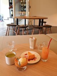 壁画の素敵なカフェにて - eri-quilt日記3