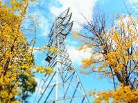 鉄塔と紅葉と…。 - のーんびり hachisu 日記