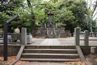上野戦争に散った彰義隊の墓 - 坂の上のサインボード