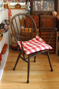 アトリエの椅子~アーコール・ERCOL~ - フェルタート(R)・オフフープ(R)立体刺繍作家PieniSieniのブログ