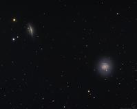 くじら座のエッジオン銀河NGC1055と超新星が観測されたM77 - 秘密の世界        [The Secret World]
