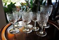グラビール模様のワイングラス93とリキュールグラス94 - スペイン・バルセロナ・アンティーク gyu's shop