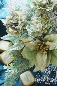 パリのトレンド、日本の伝統 - お花に囲まれて