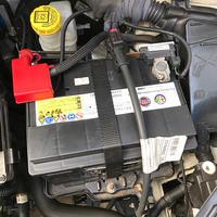 FIAT500 バッテリー交換 - 藪の中のつむじ曲がり