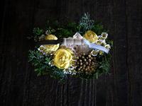 お誕生日のハンドル付きタルト型アレンジメント。「明るい感じ」。2018/12/03。 - 札幌 花屋 meLL flowers