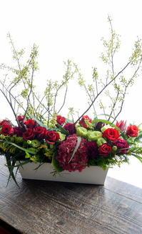 閉店される平岸3条のラーメン屋さんにアレンジメント。「12本(12年)の花を使って」。2018/12/09。 - 札幌 花屋 meLL flowers