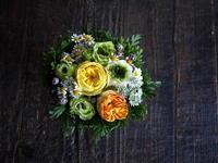 お母様のお誕生日にタルト型アレンジメント。「元気な感じ」。2018/12/09。 - 札幌 花屋 meLL flowers