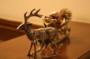 家の中の小さなクリスマス - ミセス サファイア 静けさの中で
