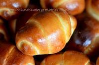 バターロール - 森の中でパンを楽しむ