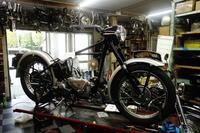 1951TRIUMPH T100 エンジン・ギアボックッス搭載&プライマリー周り組み付け - Vintage motorcycle study