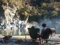 家の下の吉野川でキャンプ - お山の宿 みちつじ