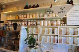 自然環境保護のための量り売りのお店「The Soap Dispensary」 - バンクーバー不動産やのカバン持ち